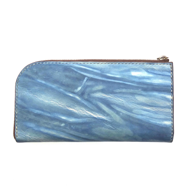 L字ファスナーの長財布の裏側